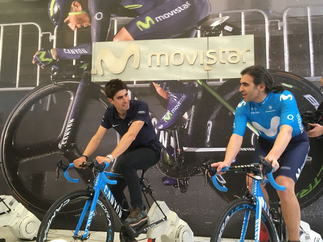 Mikel Landa and Chema Alonso riding the bicycles